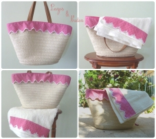 Bolso rosa con toalla