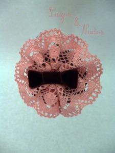 Encaje rosa + Lazo terciopelo marrón