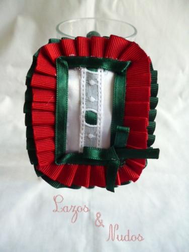 Rectangular con plisaito rojo +verde y lazo verde