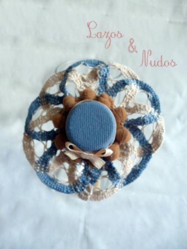 Sombrero azul y beig