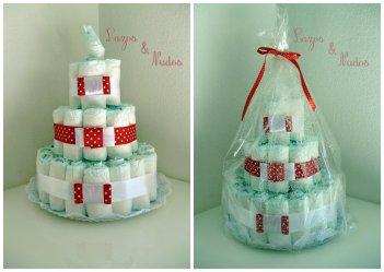 tarta de pañales roja lunares blancos